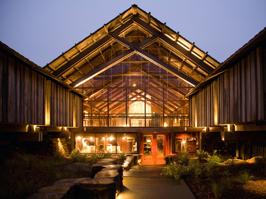 exterior view of Timber Voce Resort in Sonoma County