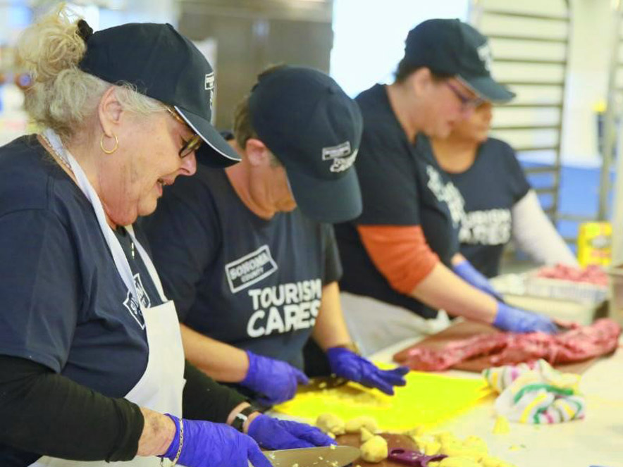 Image of volunteers at Sonoma Family Meal.