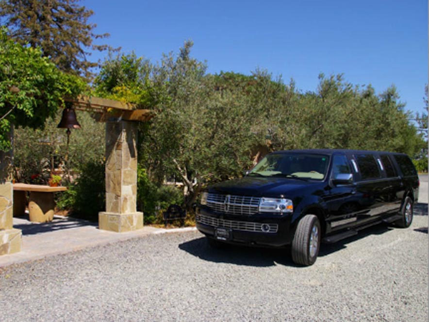 Image of car from Artisan Wine Tour