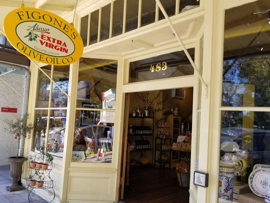 The outside of the yellow store front on the Sonoma PLaza