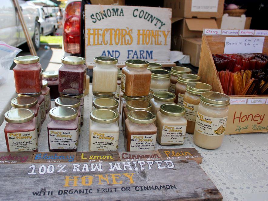 Picture of honey merchant at Healdsburg farmers' market