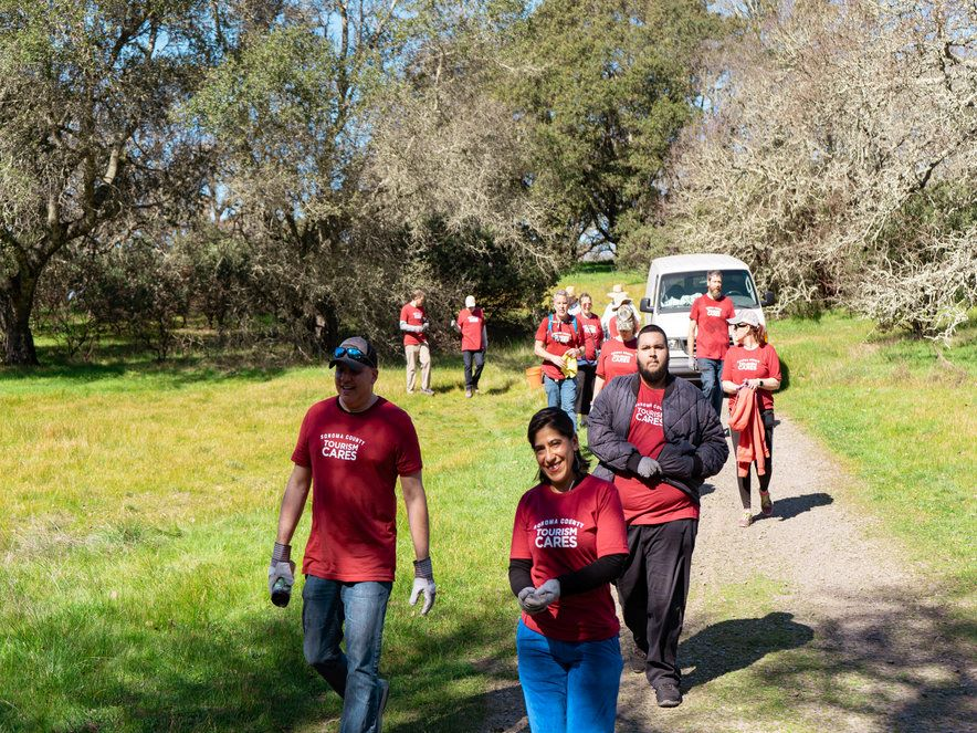 Photo of volunteers at foothill regional park