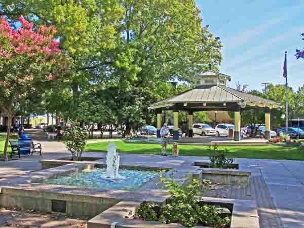 healdsburg plaza cities in sonoma county