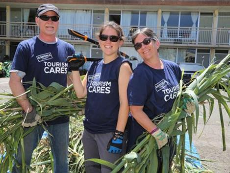 Sonoma County Tourism Cares Volunteer at The Palms Work Day