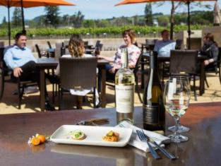 Outdoor Wine Tasting patio at Rodney Strong