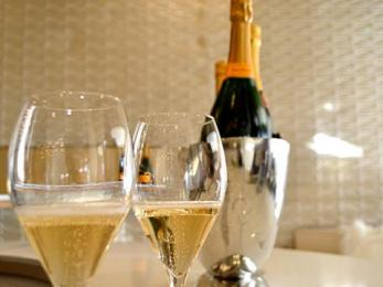sign sonoma wine tasting bar