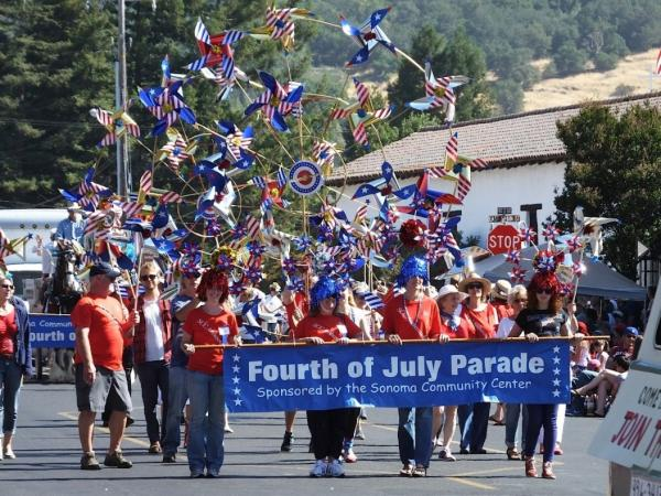 https://www.sonomacounty.com/sites/default/master/files/styles/sliderkit_main_slide/public/events/images/Sonoma4thJuly.jpg?itok=jxO8rnND