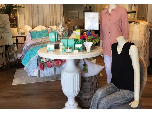 Dedicated To Helping Women Of All Ages Look And Feel Their Best Soft Surroundings Brings Its Brand Apparel Beauty Gift Home Décor S