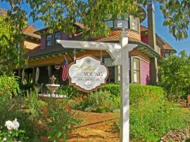 accommodations_Kelley_Young_Wine_Garden_Inn_Sonoma_County_0090-b0234c8d5056a36_b0234f03-5056-a36a-079eb3c3d19a9a7c.jpg