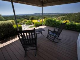 Calluna Vineyards Guest House - Relaxing place to read and enjoy a glass of wine.
