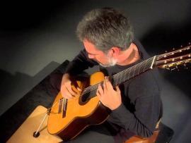 Redwood Arts presents Guitarist Paul Galbraith Photo