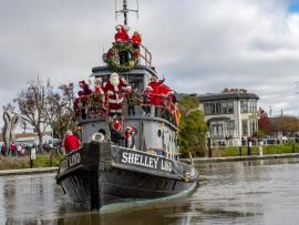 Santa's Riverboat Arrival Photo