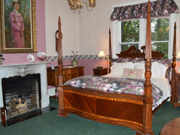 The Parlor Suite Photo 9