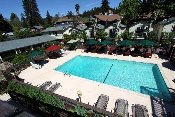The Woods - A Russian River Hotel Photo