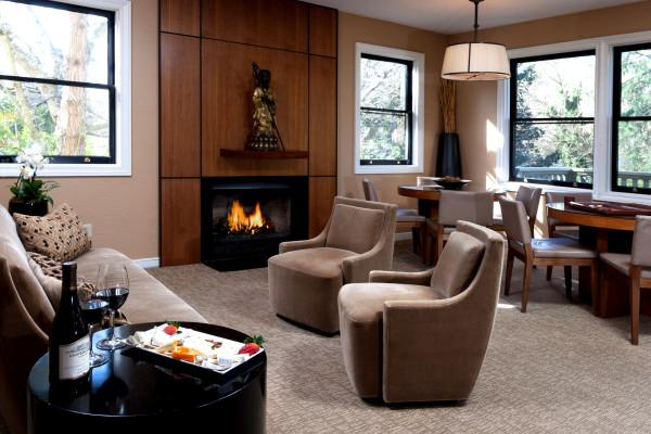 Gaige House + Ryokan - Enjoy complimentary wine and cheese each evening at Gaige House + Ryokan Photo 2