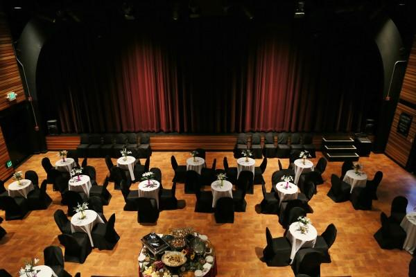 Carston Cabaret Room Photo 3