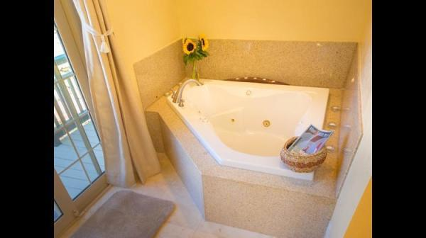 Jetted Tub in Master Bath Photo 18