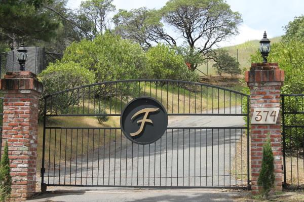 Ranch House Gated Drive Photo 7