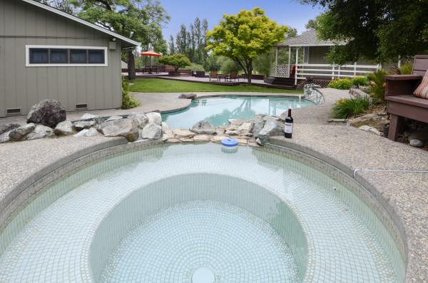 Hot Tub at Fallen Tree Ranch Photo 15