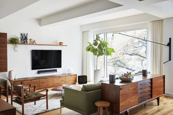 Sonos and Sony accent your living room with great sound and video quality. Photo 2