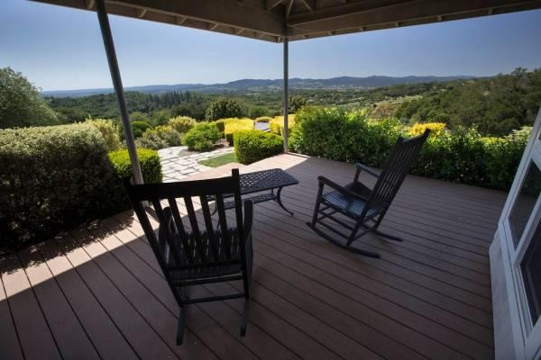 Calluna Vineyards Guest House - Relaxing place to read and enjoy a glass of wine. Photo