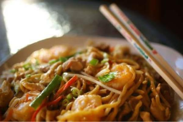Chicken chow mein Photo
