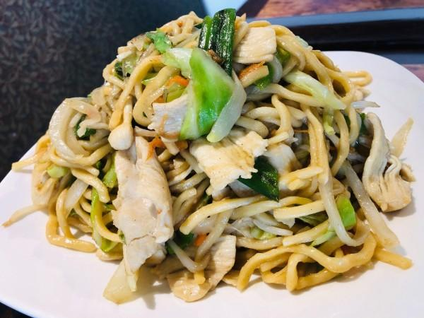 Combo of vegetables and chicken chow mein Photo 2