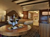 Enjoy Ferrari-Carano wine and cheese in your room Photo 7