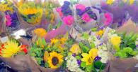 We sell fresh flowers from local farms at Andy's Market Photo 2