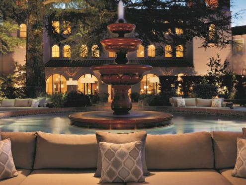The courtyard at the Fairmont has a fountain