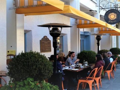Picture of people eating outdoors on the Sonoma Plaza