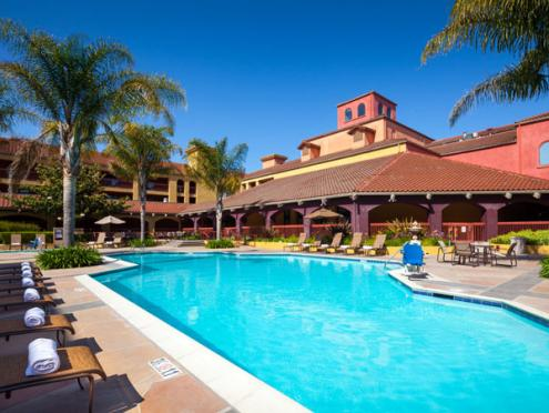 accommodations_doubletree_by_hilton_exterior_pool_sonoma_county_600_450.jpg